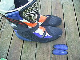 Click image for larger version.  Name:alpinestars-mick-doohan-gp-tech-boots_360_a8501cf474be17a1da03bfd8a35edf43.jpg Views:56 Size:45.5 KB ID:48822